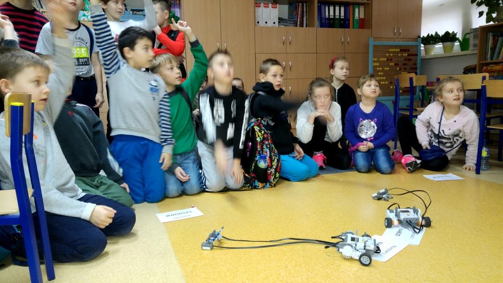 1-06-12-2017-zajecia-robotyki (1)